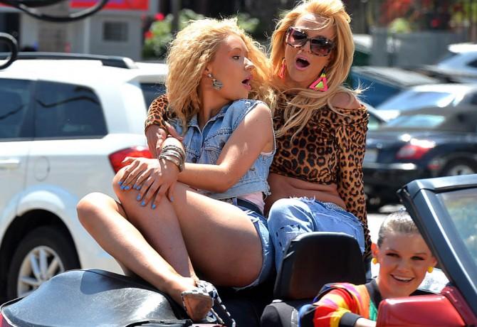 Iggy Azalea and Britney Spears Film a Music Video on Ventura Blvd  Pictured: Iggy Azalea, Britney Spears Ref: SPL994929  090415   Picture by: Photographer Group / Splash News  Splash News and Pictures Los Angeles:310-821-2666 New York:212-619-2666 London:870-934-2666 photodesk@splashnews.com