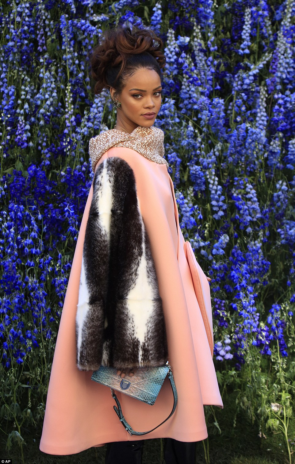 Rihanna-Dior-Show-7[1]