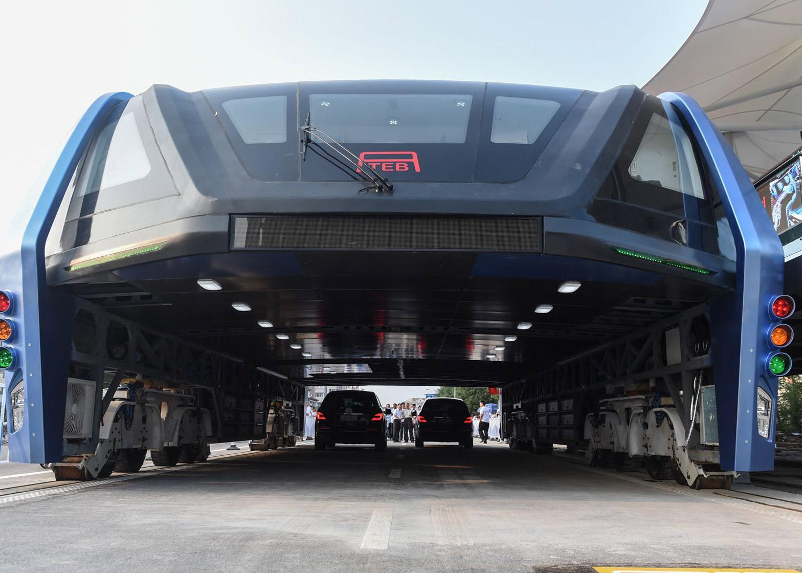 elevated-bus-china-transport-travel-design_dezeen_1568_2[1]