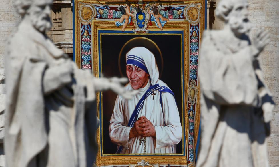 A tapestry depicting Mother Teresa of Calcutta is seen in the facade of Saint Peter's Basilica during a mass, celebrated by Pope Francis, for her canonisation in Saint Peter's Square at the Vatican. REUTERS/Stefano Rellandini