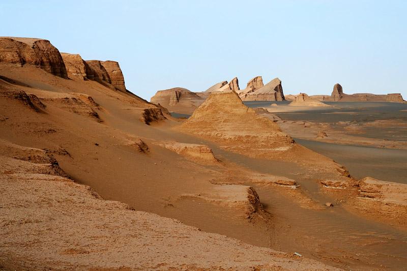 dasht-e-kavir-desert-sunset-light-casts-over-the-desert-rocks1