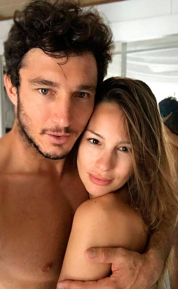 pampita-monaco-desnudos-selfie1