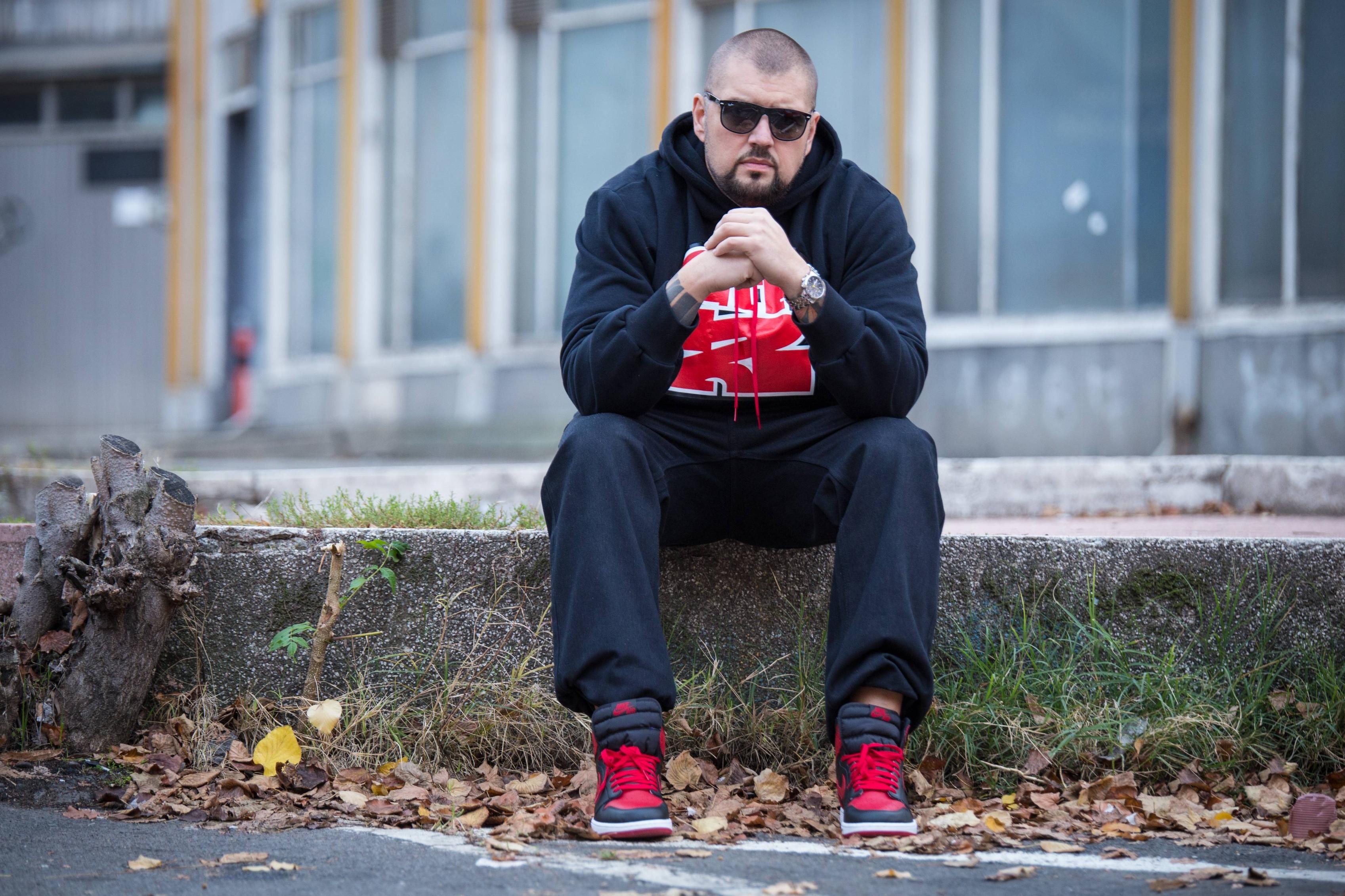 ШОПИНГ И ДОБРА МУЗИКА: Попусти и специјална промоција со диџеј Гоце во продавницата на Buzz
