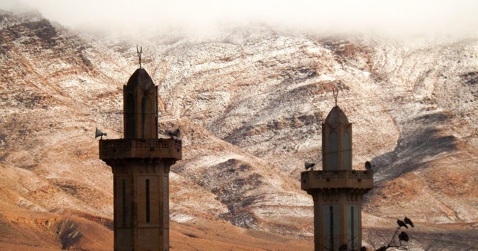 ЗИМАТА ДОЈДЕ: По 37 години падна снег во Сахара