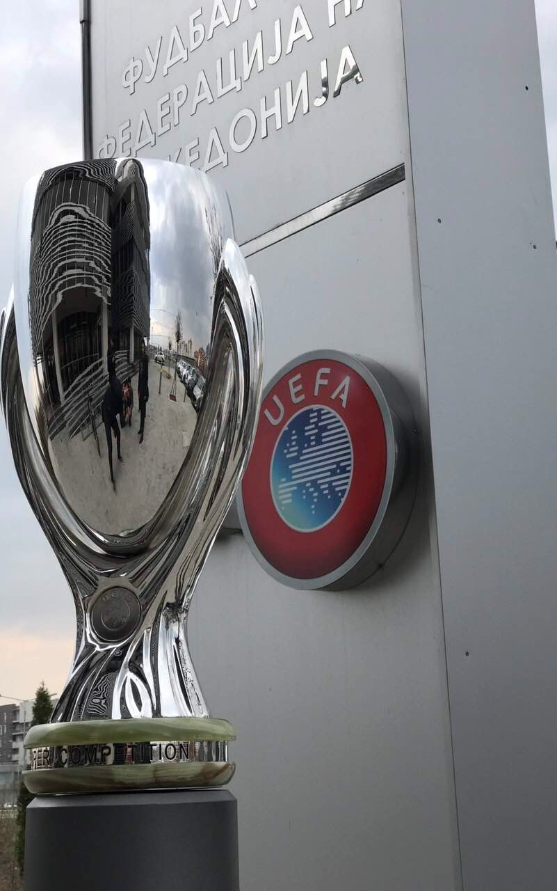 Трофејот од Супер купот пристигна во Скопје (ФОТО)