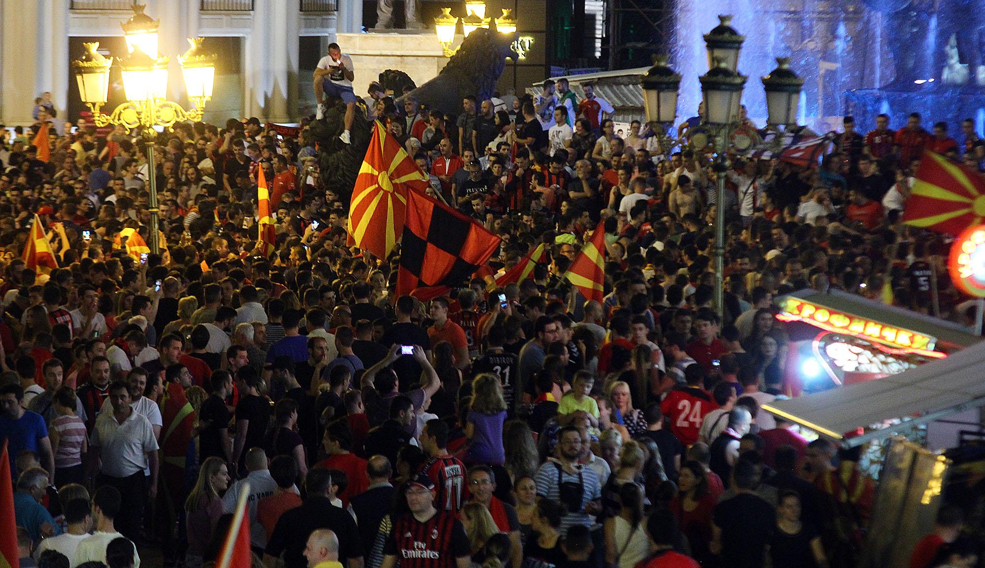 СЕ СЛАВЕШЕ НА ПЛОШТАД: Европскиот првак Вардар ги извади скопјани на улица (ФОТОГАЛЕРИЈА)