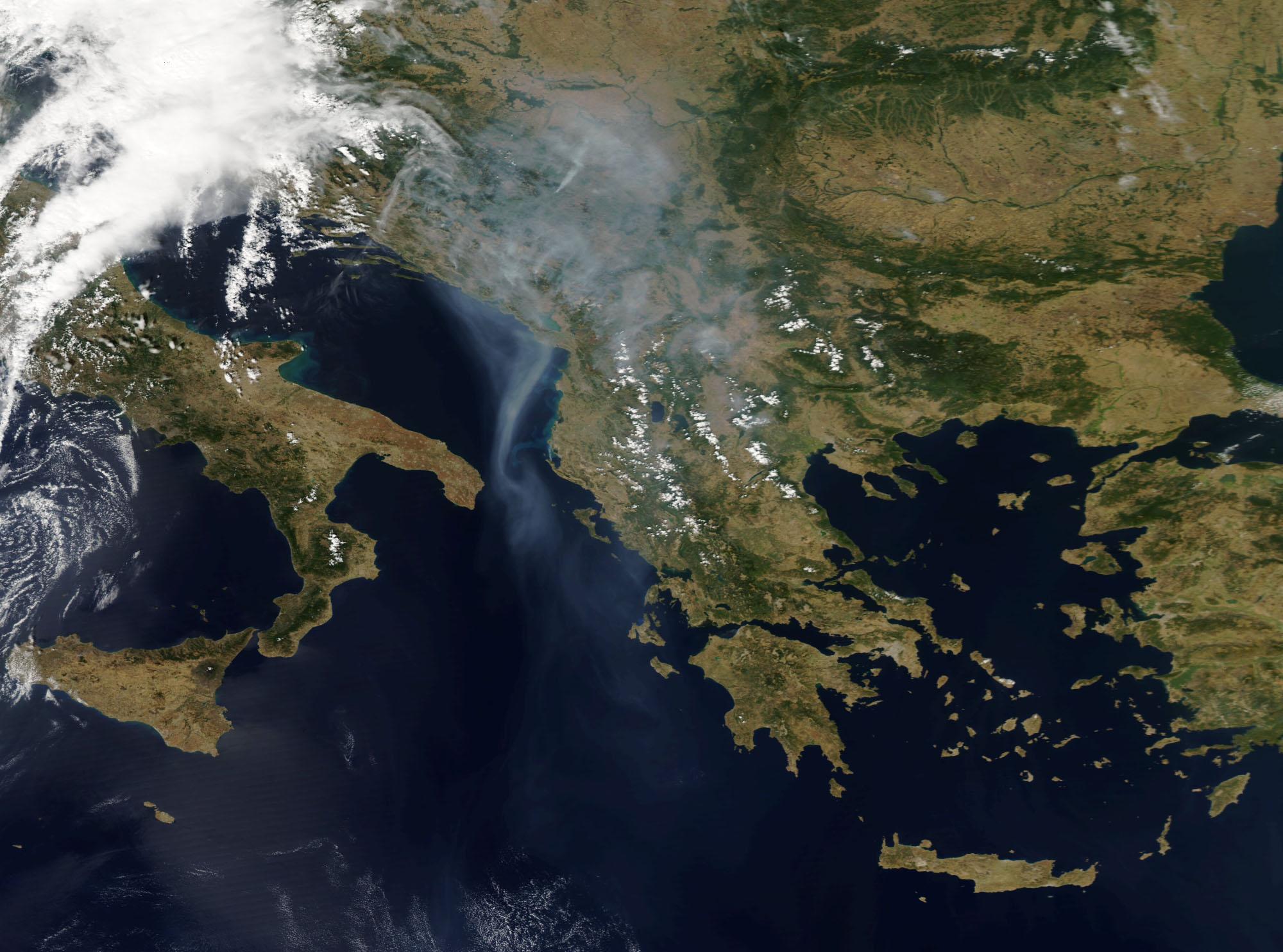 Пожарите во Црна Гора и Хрватска видливи од вселената! (ФОТО)