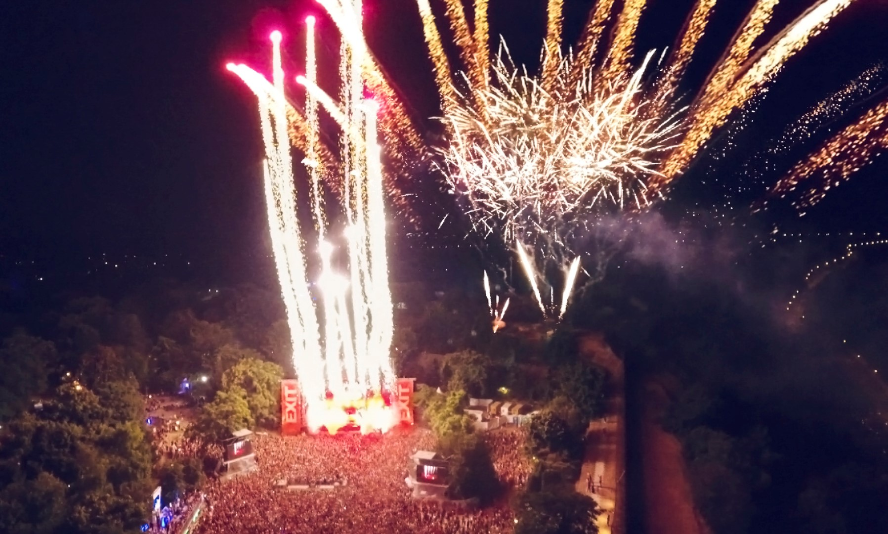 ФИНАЛЕ НА ЕГЗИТ: Ултимативно шоу со Хардвел и преку 215.000 посетители на тврдината (ФОТОГАЛЕРИЈА)