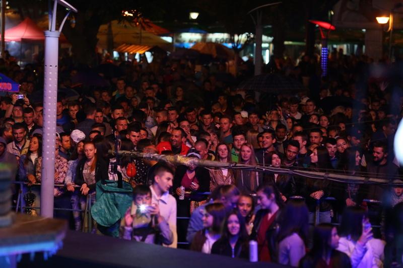 """Ниту студеното време не ја запре Северина на кулминацијата на """"Пивофест"""" во Прилеп (ФОТОГАЛЕРИЈА)"""