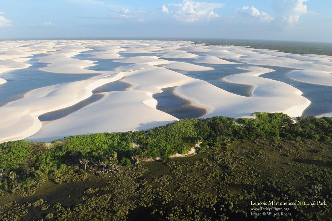 Илјадници тиркизни лагуни среде бела пустина (ФОТО)