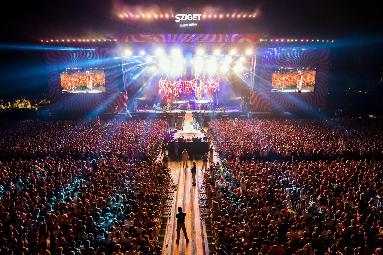 СПЕКТАКЛ НА СИГЕТ: Пинк лебдеше во воздух на настапот во Будимпешта (ФОТО + ВИДЕО)