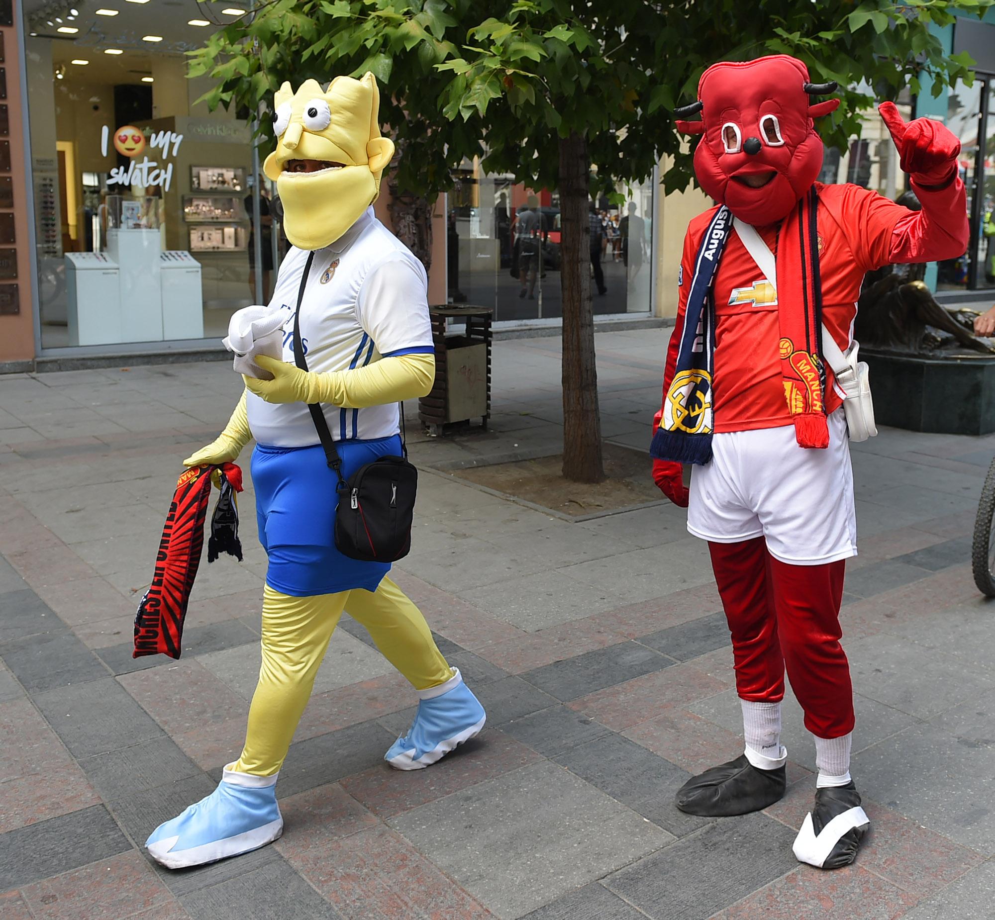 СКОПЈЕ ПРЕПОЛНО: Љубителите на фудбалот во исчекување на Суперкупот (ФОТОГАЛЕРИЈА)