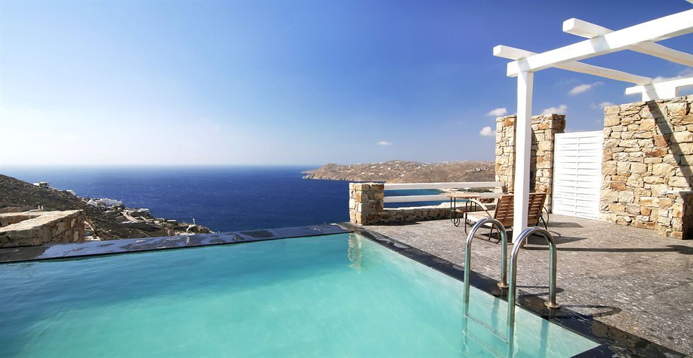 Луксузен хотел на плажата Елија на Миконос