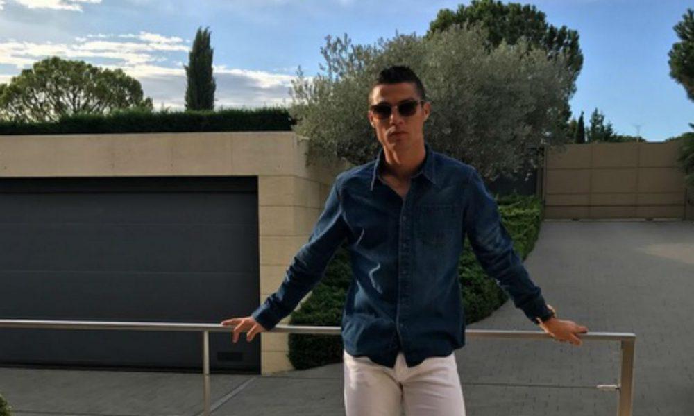 Роналдо на нов удар на  модните критичари  поради стилот на облекување