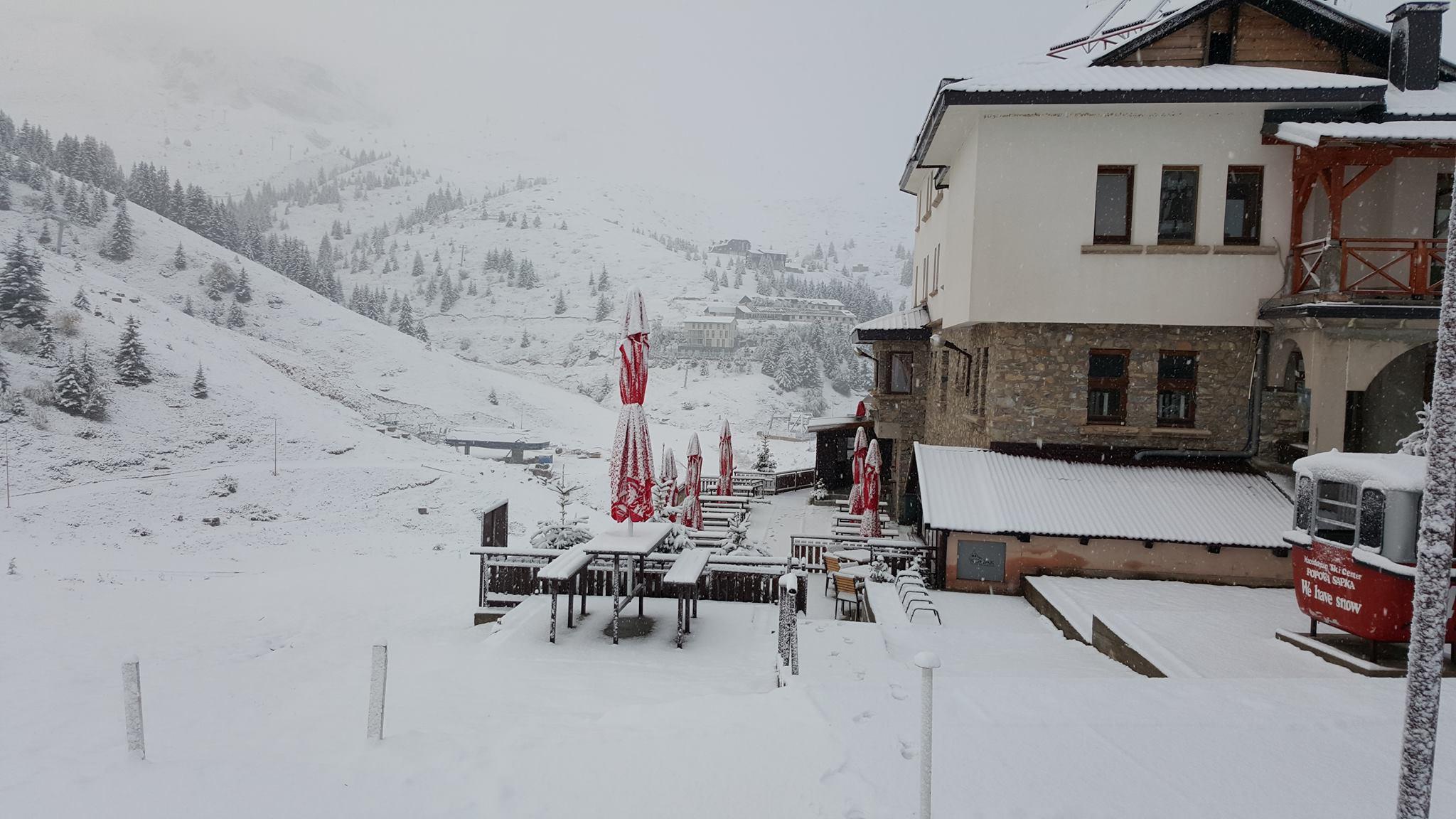 ШАПКА И МАВРОВО ЗАБЕЛЕА: Студениот бран донесе снег на планините во Македонија (ФОТО)