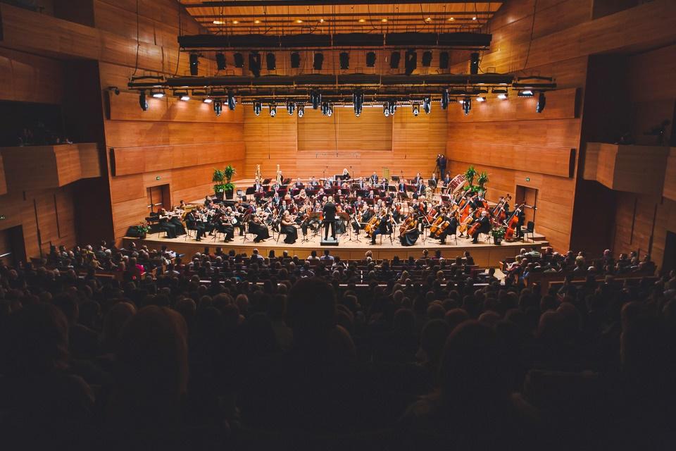 Овации за Дино Имери и оркестарот на Македонската филхармонија (ФОТО)