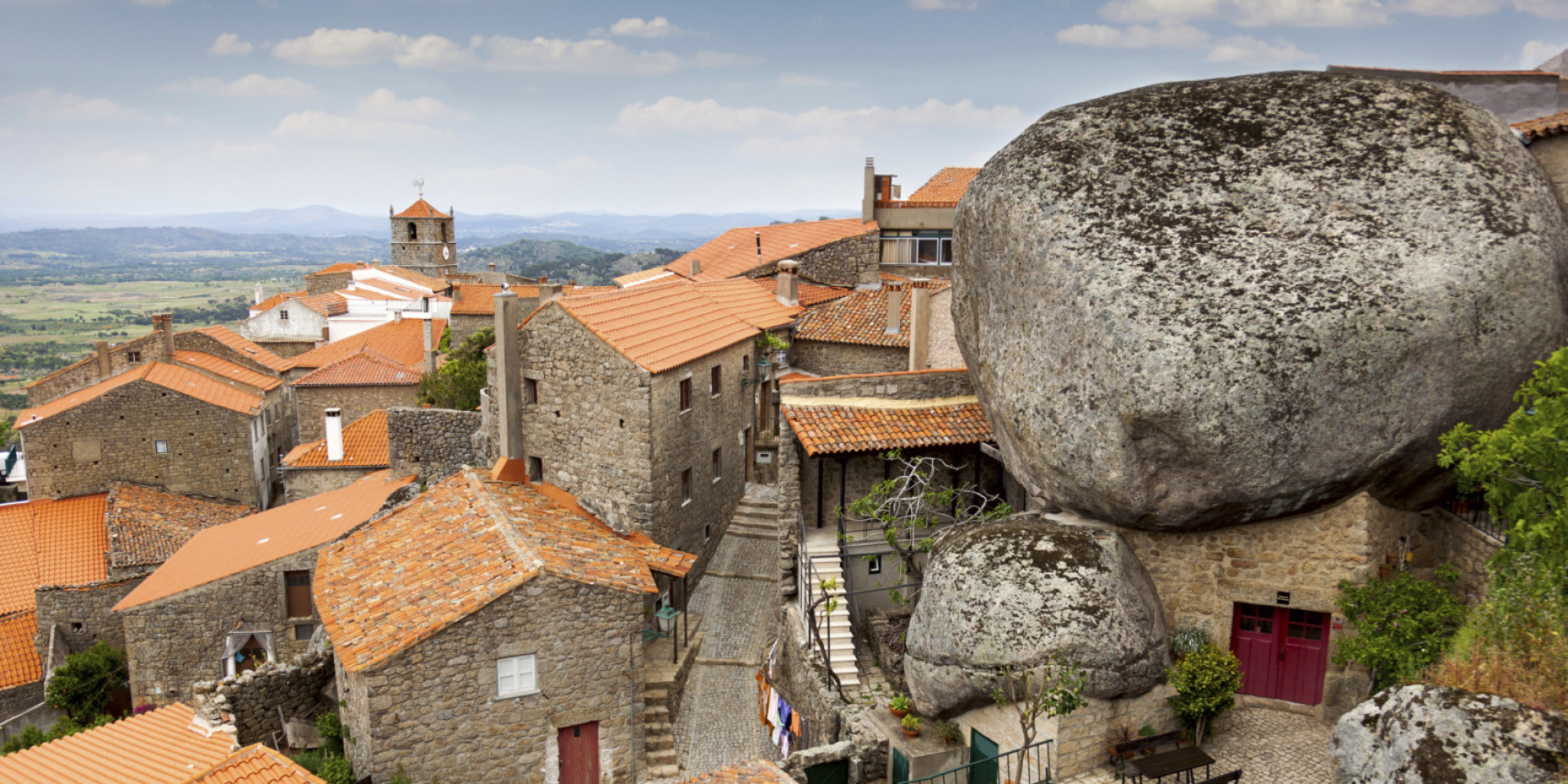 Село во карпи во Португалија (ФОТО)