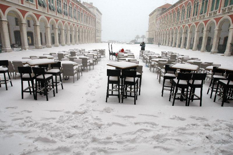 Сообраќаен хаос во Хрватска поради снежно невреме