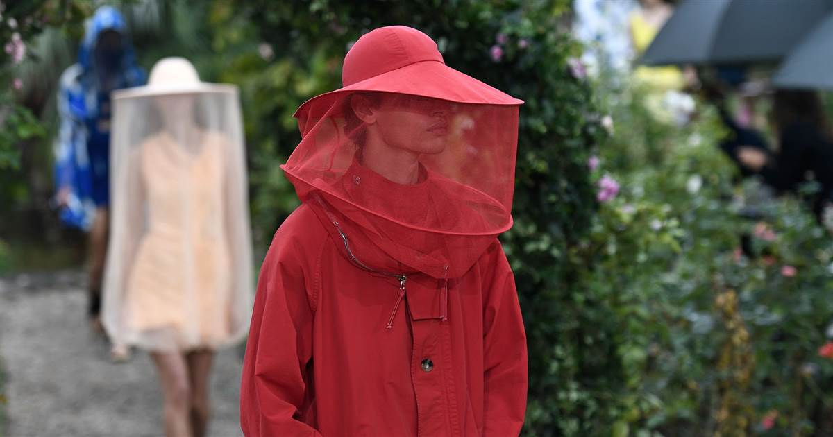 kenzo-bee-keeping-fashion-mc-main1-200930_3021221d206f0c41116835ec8bce2977.social_share_1200x630_center[1]