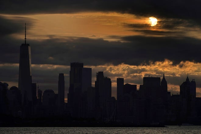 f493615d-bfb0-4495-a615-6e3c7aed5fcf-AP_Eclipse_New_York[1]